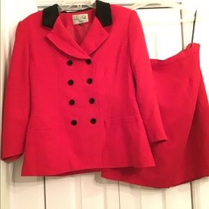Le suit two piece red and black suit size14P